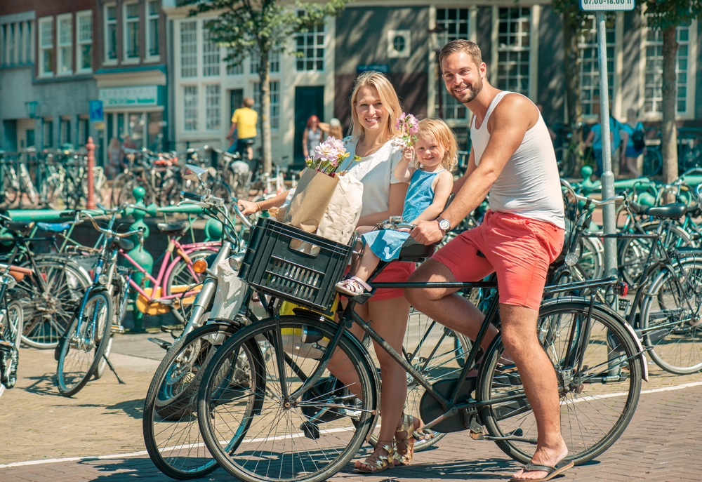 family_bike_ride_amsterdam