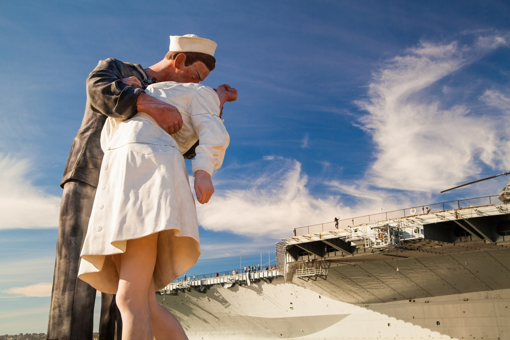 statue_of_the_unconditional_surrender_kiss