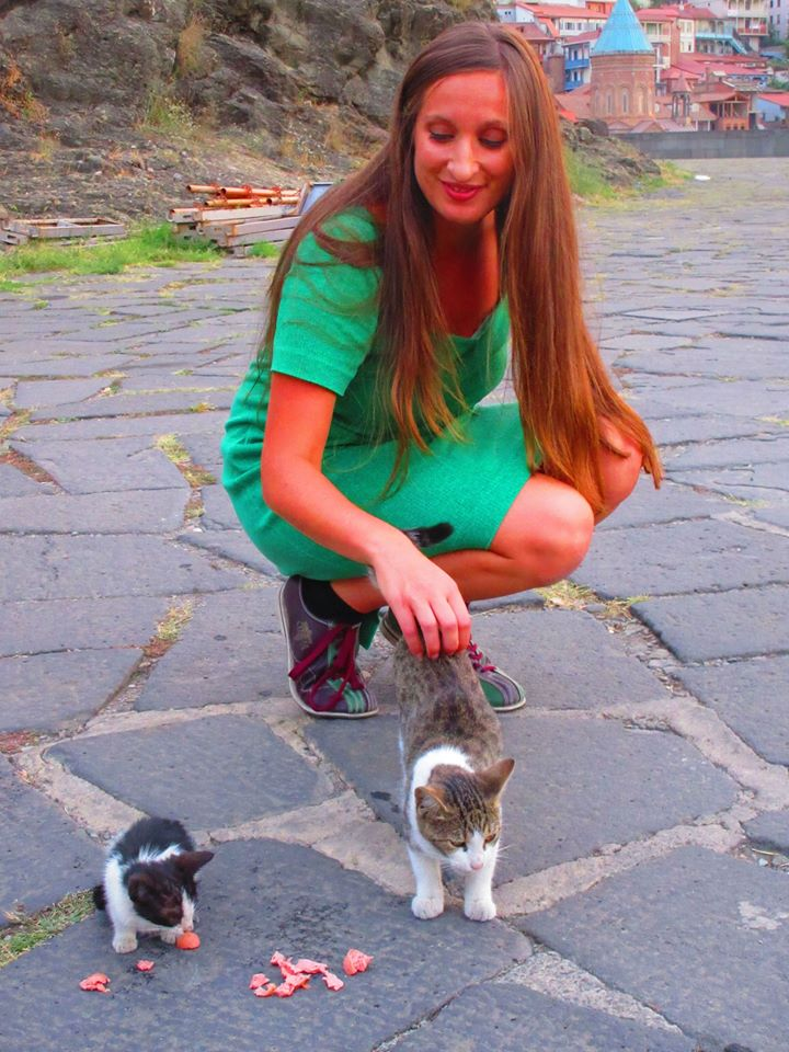 kat_vallero_befriending_cats_in_georgia
