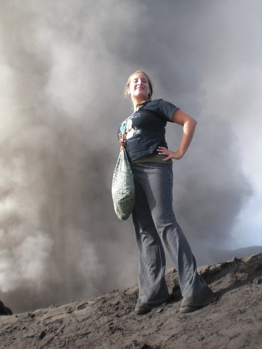 kat_vallero_posing_mount_bromo_indonesia